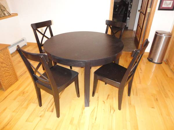 Photo IKEA BJURSTA EXTENDABLE TABLE AND CHAIRS - $175 (Simsbury)
