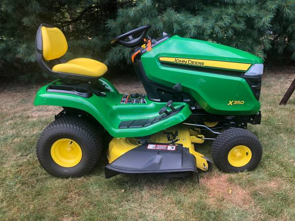 Photo JOHN DEERE X350 TRACTOR MOWER NEW CONDITION 45 HOURS - $2,950 (Glastonbury)