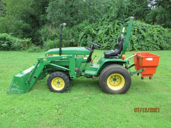 Photo John Deere 670 Compact Tractor - $8,200 (Cheshire Ct)