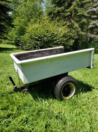 Photo John Deere Garden Trailer - $175 (GLASTONBURY)