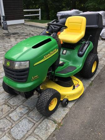Photo John Deere L110 42quot Lawn Tractor in Exceptional Condition w Bagger - $895 (Weston)