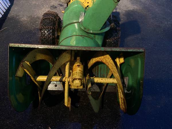 Photo John Deere snowblower - $300 (East Windsor)