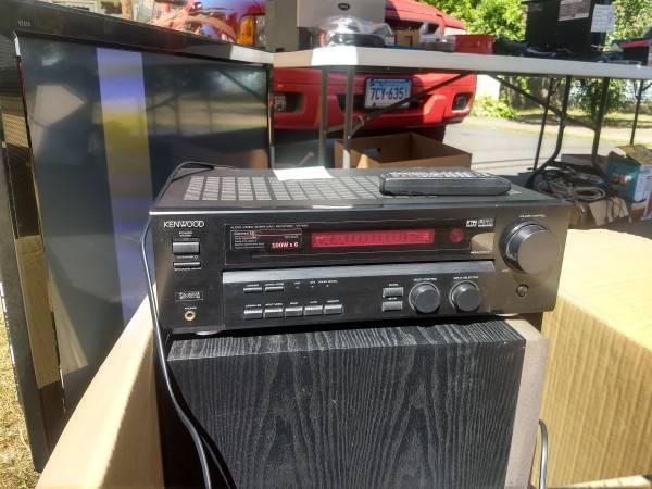 Photo Kenwood VR-615 Surround Sound 5.1 receiver, speakers, and subwoofer. - $150 (Vernon Rockville)