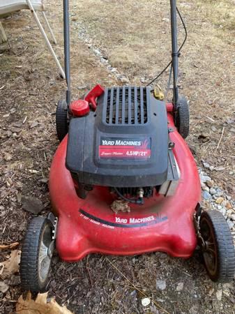 Photo Lawn Mower Mulcher by Yard Machines 21quot - $120 (Tolland)