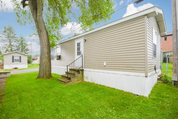 Photo Manufactured Home- 11 Years New- (east windsor)