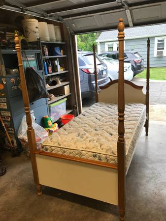 Photo Twin 4 Post Bed - $50 (Plainville)