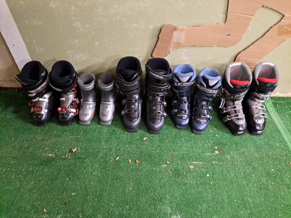 Photo Used ski boots (South Windsor)