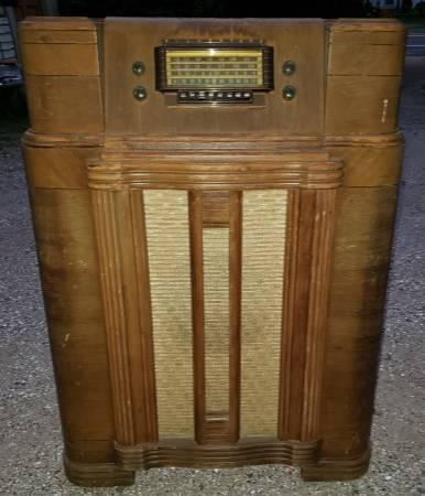 Photo Vintage 194039s Sears Silvertone Floor Model Art Deco Style Radio - $100 (Granby)