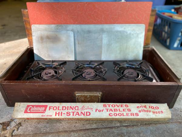 Photo Vintage Coleman Tabletop C Stove - $75 (Bolton)