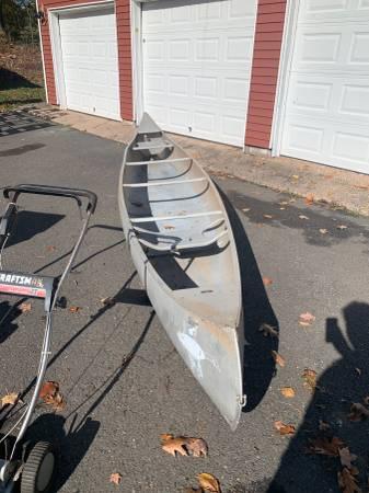 Photo Vintage Grumman 17 foot Aluminum Canoe - $275 (Middletown)