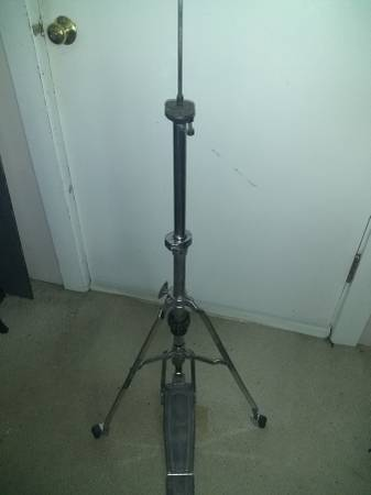 Photo Vintage Pearl Hi Hat Stand - $60 (Stratford)