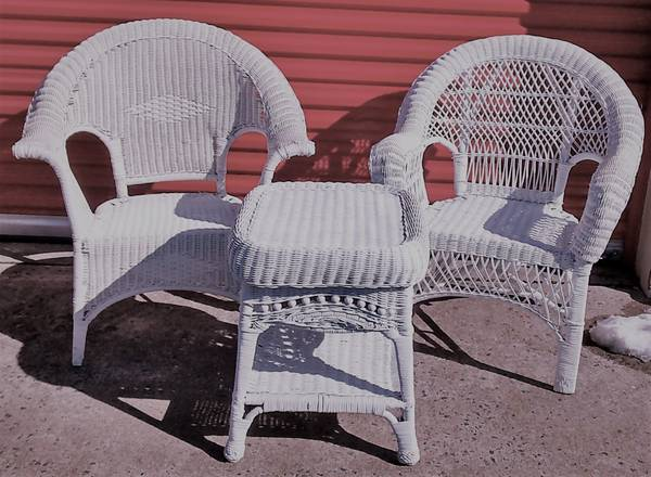 Photo White Wicker Chairs with Table - $125 (Newington)