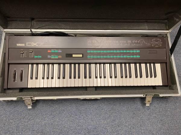 Photo Yamaha DX7 wroad case - $325 (Stamford, CT.)