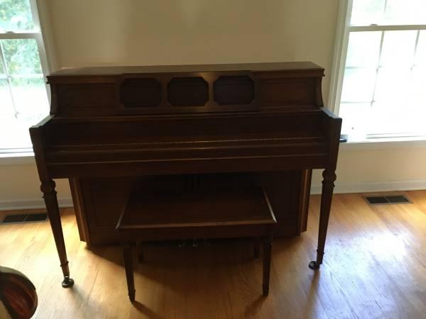 Photo Yamaha M404 Upright Piano - $250 (Wolcott, CT)