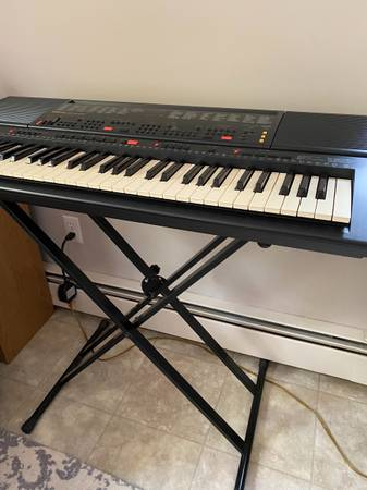 Photo Yamaha PSR500m Touch Response Keyboard with stand - $275 (Northeastern CT)