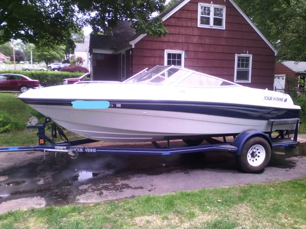 inboardoutboard fourwinns boat. - $11,750 (Southington,CT)