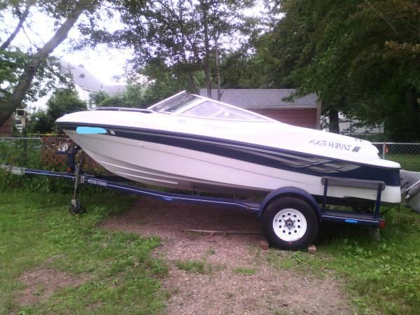 Photo inboardoutboard fourwinns boat - $12,000