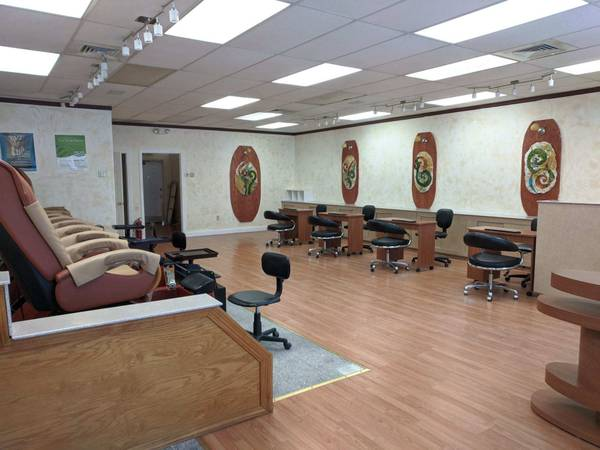Photo nail salon ( (West Simsbury)
