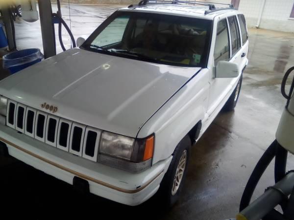 Photo 1995 Jeep Grand Cherokee 4x4 $1800 also 1949 Chevy original runs - $1500
