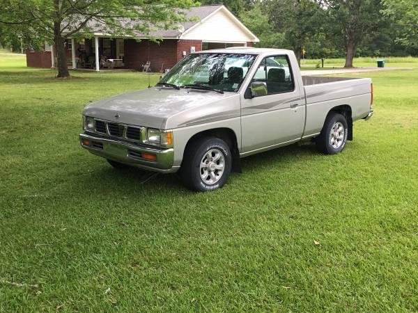 Photo 1997 Nissan Hardbody Pickup - $4200