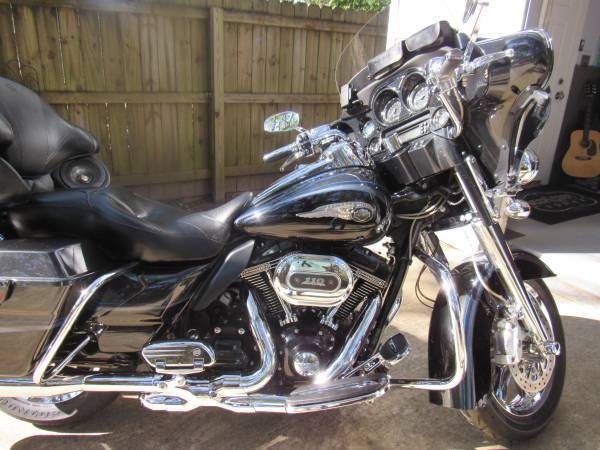 Photo 2013 HARLEY DAVIDSON C V O ULTRA CLASSIC - $15,000 (Ocean Springs)