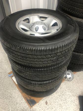 Photo 2019 Tacoma 4WD 6 lug wheels with NEARLY NEW 24575R16 tires - $350 (Laurel, MS)