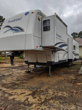 Photo 5th Wheel Holiday Rambler Presidential 2001 - $12,000 (Purvis)