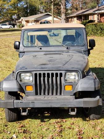 Photo 95 Jeep YJ Wrangler - $8,000 (Hattiesburg)