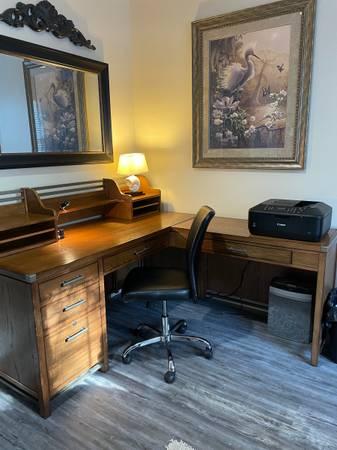 Photo BEAUTIFUL Solid Oak Desk  Bookcase - $1,325 (Hattiesburg)