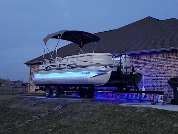 Photo Bennington Pontoon Boat 115 Yamaha - $13500