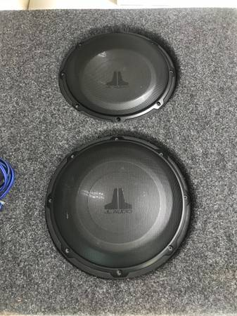 Photo Custom Speaker Box with 2 x 10quot JL Audio 10 Subswoofers - $200 (Gulfport, MS)
