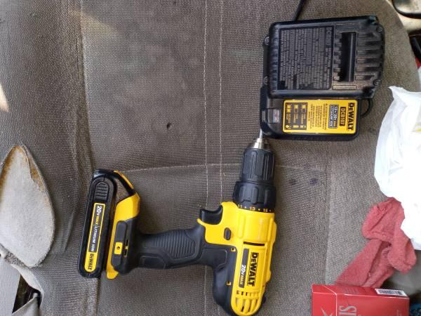 Photo DeWalt 20 volt charger and two batteries - $50 (Hattiesburg)