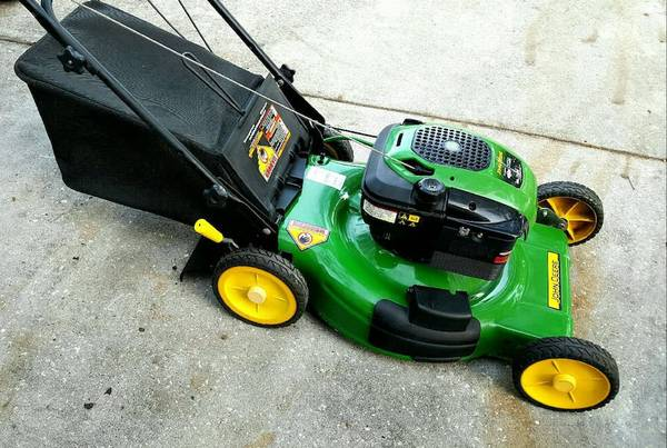 Photo John Deere Lawn Mower (West Hattiesburg)