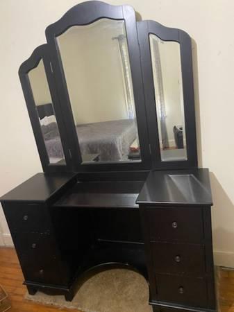 Photo Makeup Vanity with Mirror (Hattiesburg)