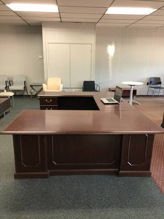 Photo New  used office furniture, desk, chairs, files,  bookcases (Hattiesburg)