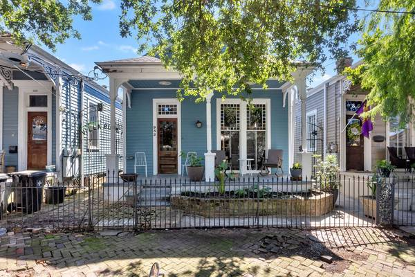 Photo OPEN WED 512,12-2p-Classic Irish Channel Eastlake Sidehall Victorian (New Orleans)