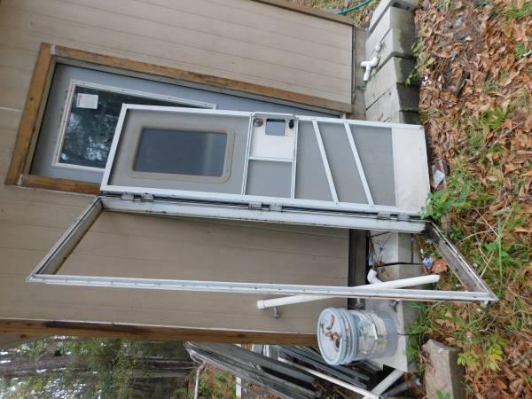 Photo RV Parts, Doors Windows, Commode, Sinks, Heaterks (Slidell)