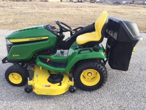 Photo 2020 JOHN DEERE X590 LAWN MOWER WITH BAGGER AND COVER - $9,750 (Townsend,MT,)