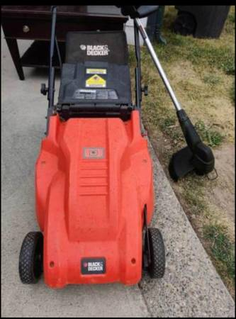 Photo Black and Decker lawnmower and weed eater - $30 (Helena)