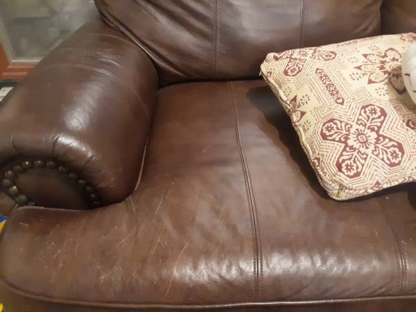 Photo Brown Leather two seater couch - $175 (Helena)