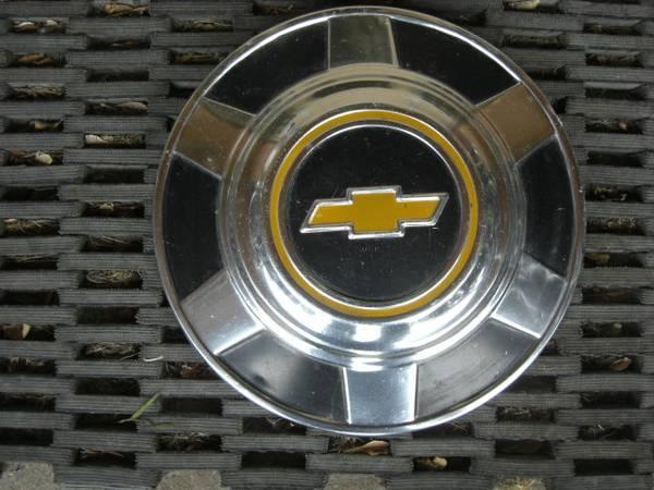 Photo Chevy dog dish hubcap - $50 (Helena)