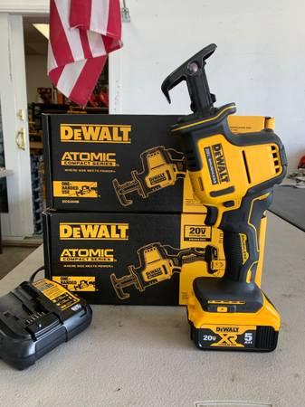 Photo DEWALT ATOMIC 20-Volt Brushless Hackzall Reciprocating Saw w 5.0ah battery  ch - $199 (Helena)
