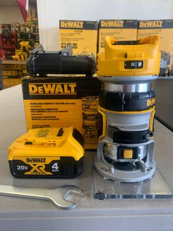 Photo Dewalt 20-Volt MAX XR Brushless Router w 4.0ah battery and charger - Perfect Co - $199 (Helena)