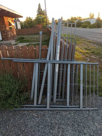 Photo Free LOFT style metal twin bed frame (Corner of lewis and prickly pear)
