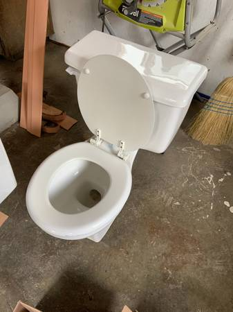 Photo Free toilets (Franklin to the Fort)