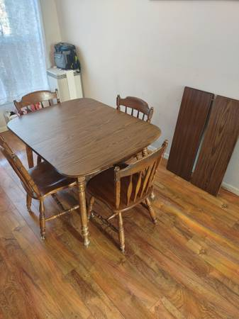 Photo Kitchen table  chairs - $100 (East Helena)