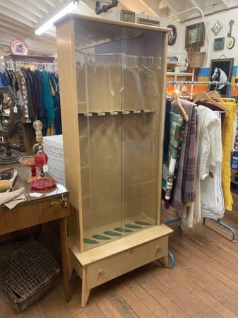 Photo Mid Century Blonde Wood Gun Cabinet Storage w Sliding Glass Doors - $115 (Helena)