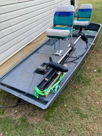 Photo 14 ft Jon boat - $600
