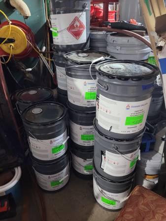 Photo (18) 5 Gallon Bucket of Sherwin-Williams Dar Ran 4154 Burgundy Lacque - $65 (Mooresville)