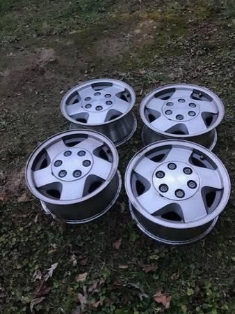 Photo 1994 chevy 6 lug wheels 4x4 - $75 (SUGAR GROVE)